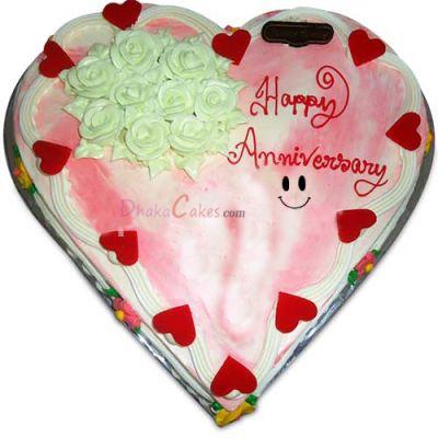 Send 4.4 pounds vanilla heart shape cake by Yummy Yummy to Dhaka in Bangladesh